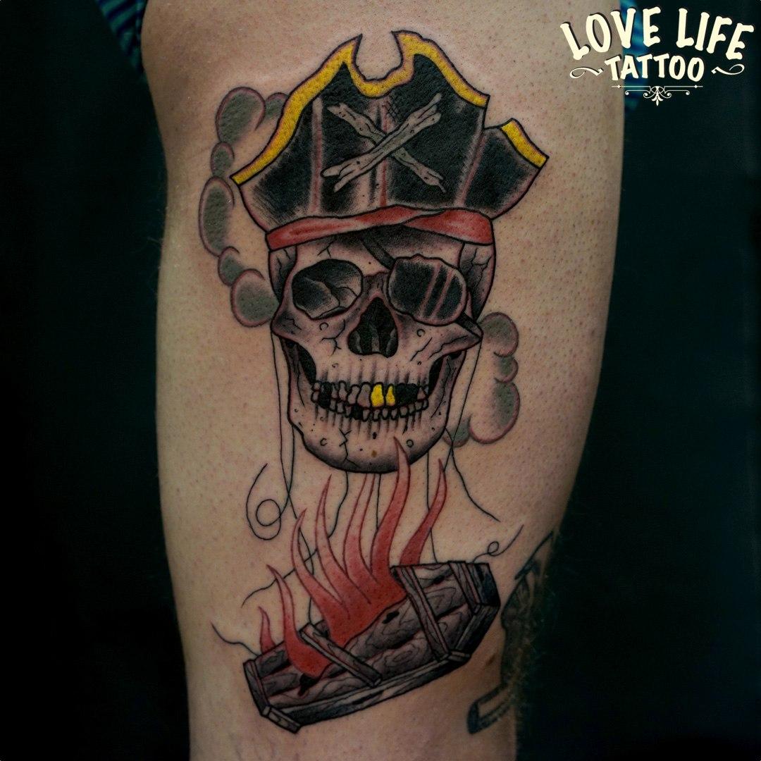 татуировка пиратского черепа