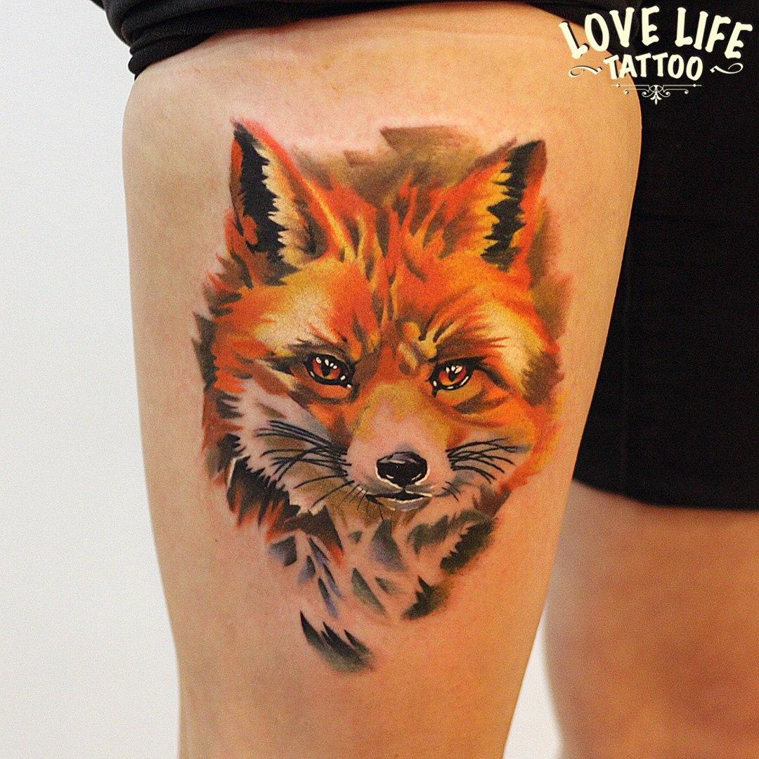 татуировка лисы на ноге