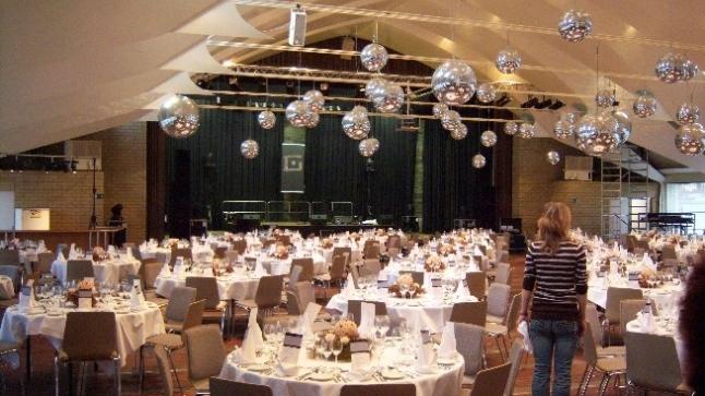 Zentrum Bärenmatte Suhr - Geeignet für: Firmenanlässe, Konzerte ect. bis zu 780 PersonenDas modernst ausgestattete Zentrum Bärenmatte Suhr bietet Raum für 10 bis 780 Personen.> www.baerenmatte.ch