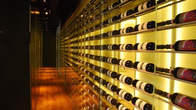 Weinkeller Riegger AG - Cubus bis zu 60 PersonenGeeignet für: Privatanlässe wie Geburtstage oder Hochzeiten, kleine FirmeneventsDer Cubus ist ein anregender, einladender Raum für Veranstaltungen und Events unterschiedlichster Art. Ein Raum, in dem kleinere und grössere Gruppen Essen und Wein auf individuelle, persönliche Weise erleben können.> www.riegger.ch
