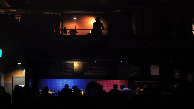 Kulturzentrum Schützi Olten - Geeignet für: Versammlungen, Vereinsanlässe und Veranstaltungen in den Bereichen Musik, Theater, Referate und Podiumsgespräche.Die Schützi: Turnhallen-Atmosphäre mit modernster Technik.> www.schuetzi.ch