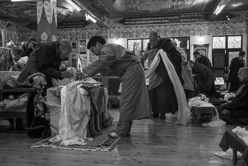 Other lamas offer their respects; Serkong Tsenshab Rinpoche—the reincarnation of one of the HH the Dalai Lama's debating partners and a teacher of Khyongla Rinpoche's—makes offerings. Behind him is Dragri Rinpoche from who's predecessor Khyongla Rinpoche received many teachings in Tibet.
