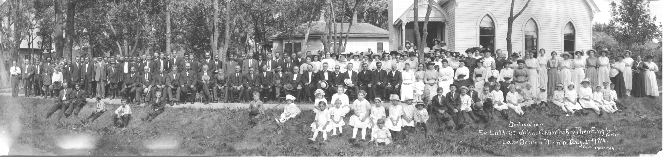 Members gather to dedicate the old Church building in 1914.