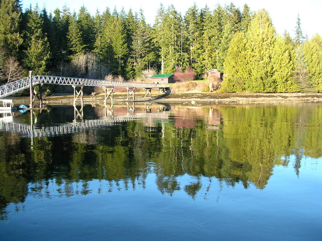 Bamfield - Grappler inlet - reflection bridge.JPG