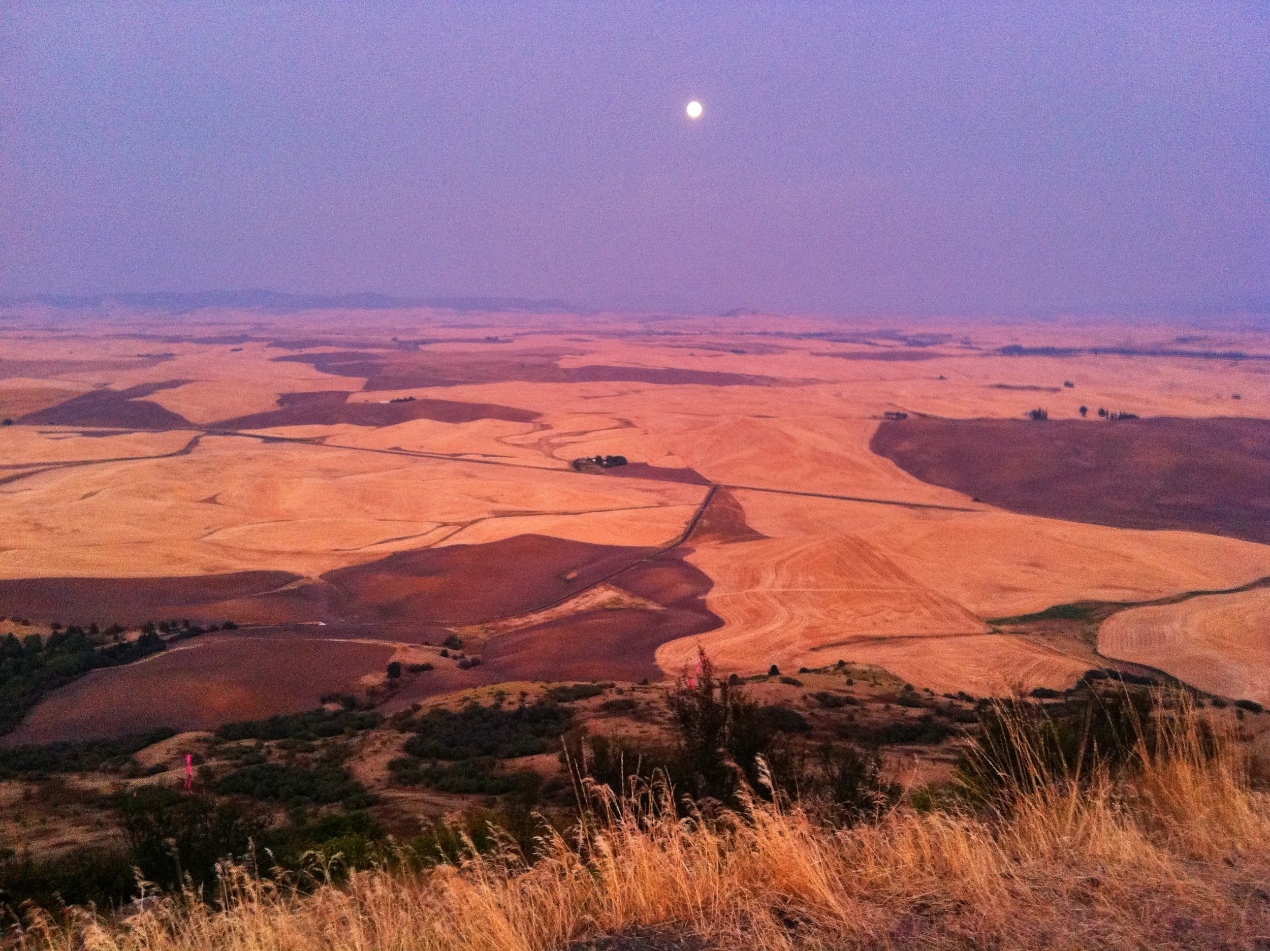 Sunset and moonrise on top of Steptoe Butte at 3,612 feet.