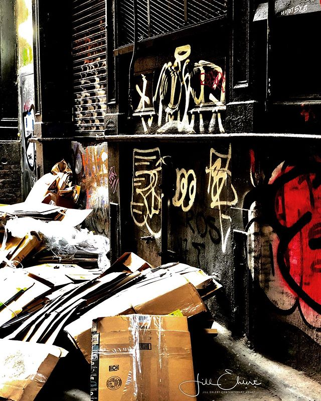 Graffiti, New York City. Such rich sights to see in the back alleys.  #ilovenewyork #graffiti #newyorkgraffitti @visa_art_school #arttour #backalleys