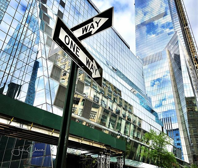 So much to see in NYC! Just pick a direction, there is lots to see no matter where you go.  #newyork #newyorkcity #newyorkcityskyline  #ilovenewyork  #arttour @visa_art_school #manhattan #oneway #allways #reflections #reflectionsinbuildings
