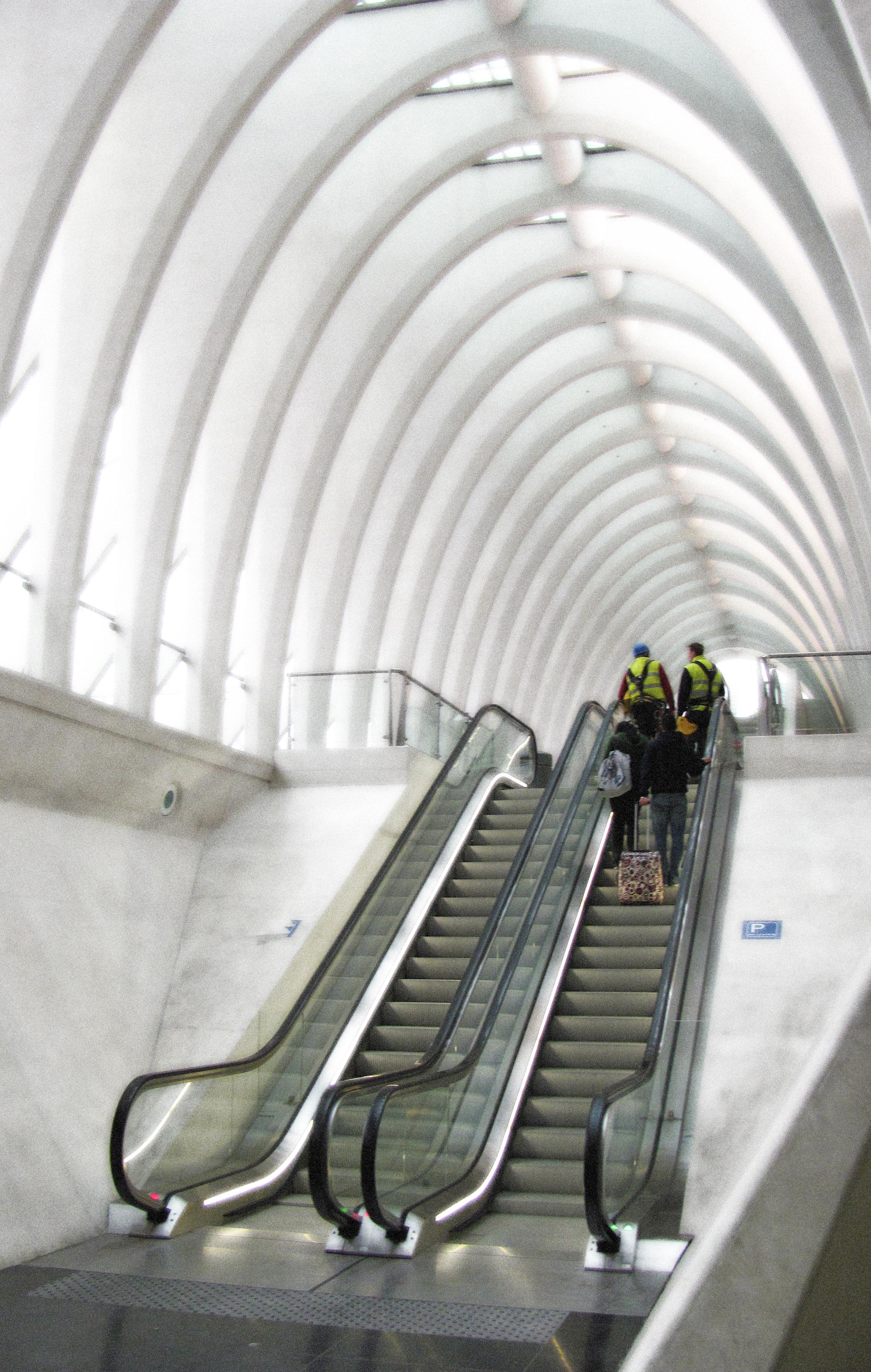 Escalators 2 Lower Concourse Up To Platforms, Liege, VHS 2010