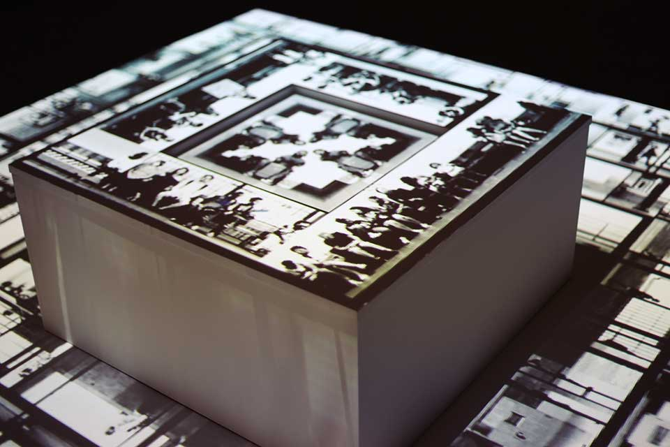 Installation detail (Central cube with relief)