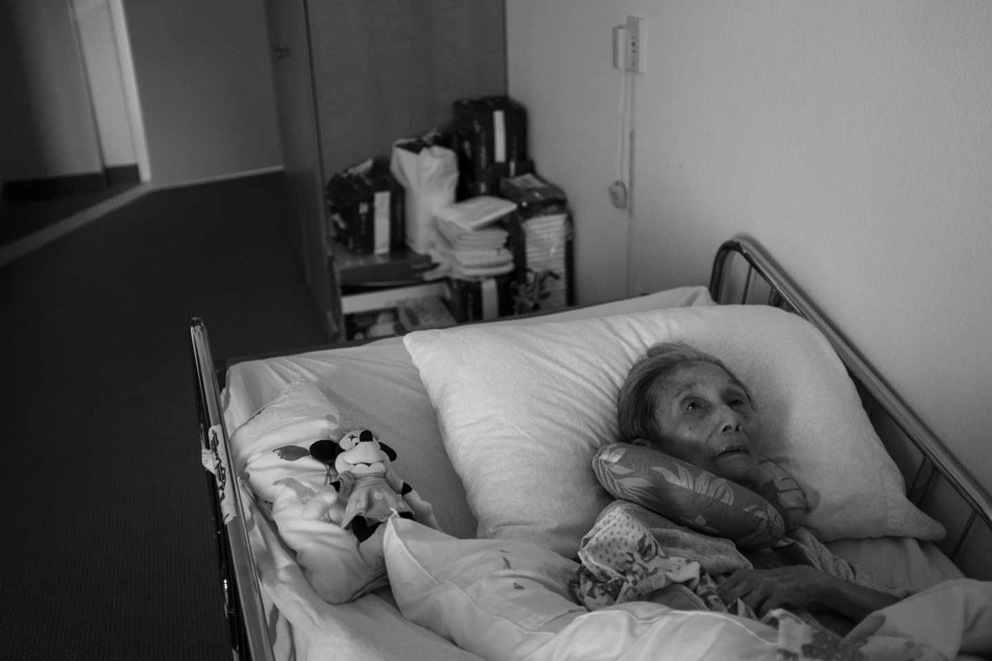 On September 29, 2015, I visited popo in her room at Kahala Nui's Hi'olani Care Center. She was mostly unresponsive and unable to speak. Every once in a while she would open her eyes to look in my direction. Struggling to speak, she'd let out a long sigh and would return to sleep next to a Minnie Mouse doll that my niece, Emma Yamada, gave to her as a gift.