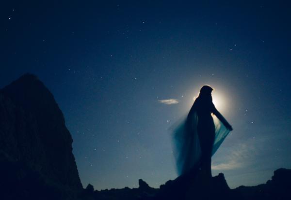 coristorb-blue-lady-of-the-moon-death-valley.jpg