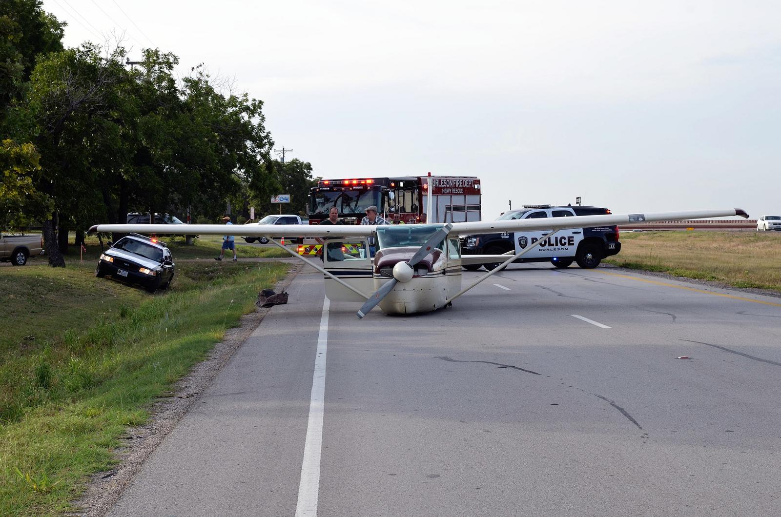 Cessna 182RG Emergency Landing near Fort Worth, Texas