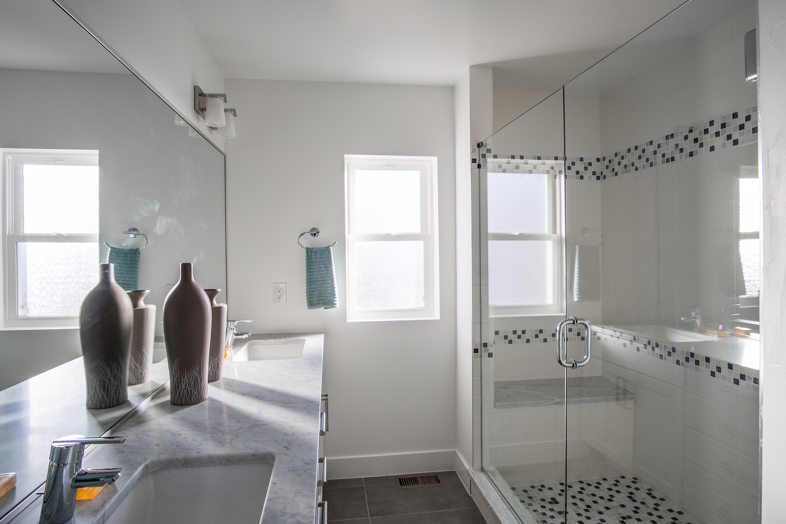Bathroom1_high_2101951.jpg