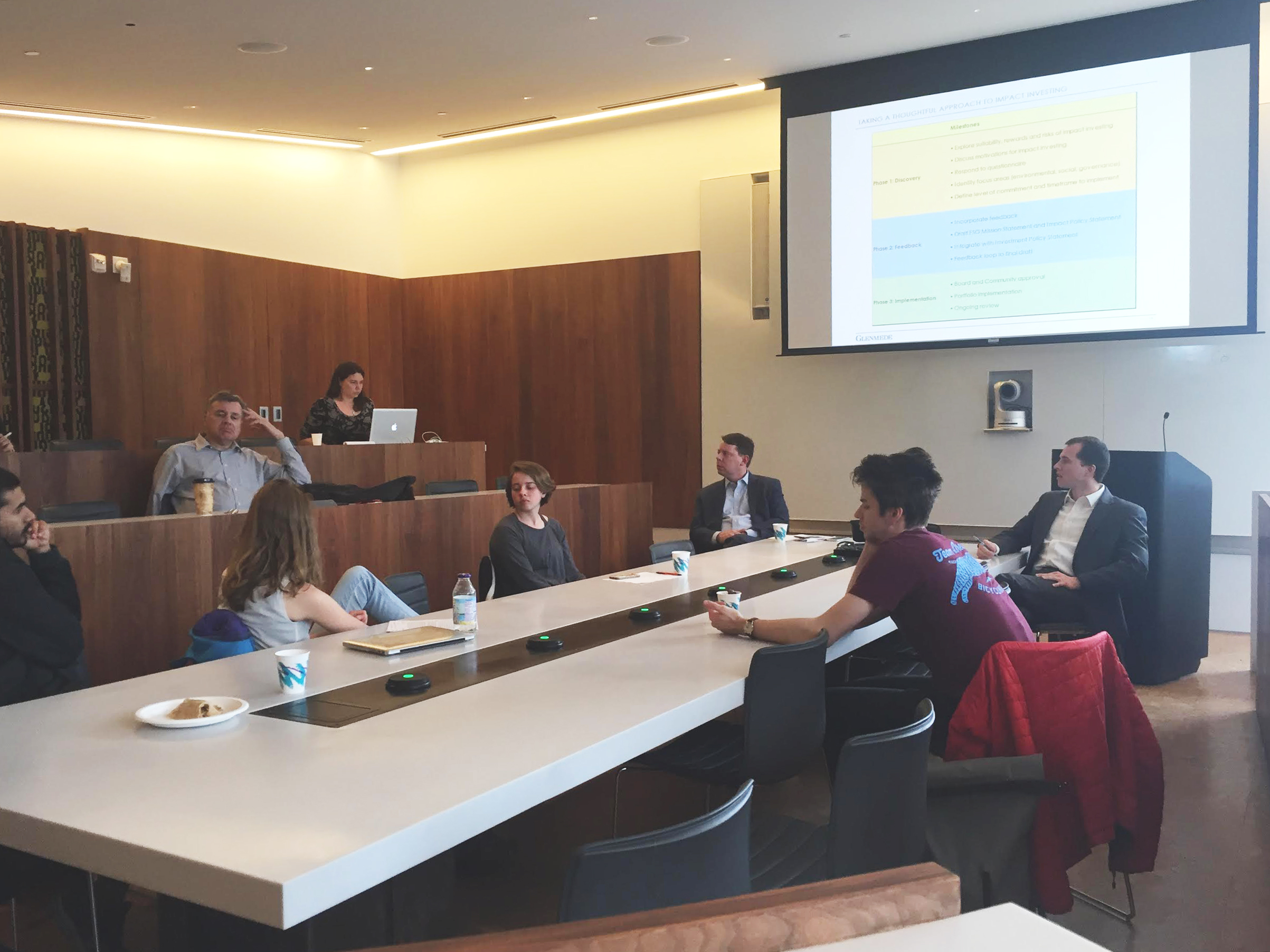 Students, faculty, and Glenmede representatives meet in the CAPA symposium (Photo by Eloise Schieferdecker)