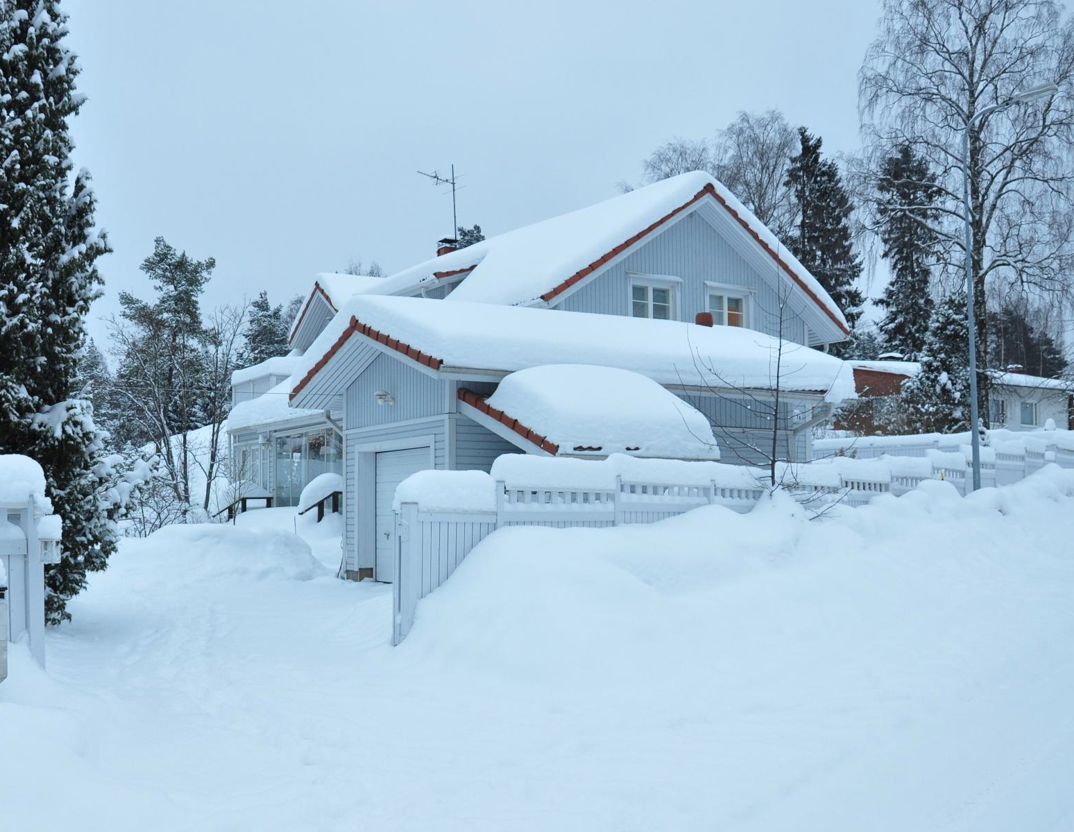 See how the snow sits on houses ... just like giant slabs of pavlova!
