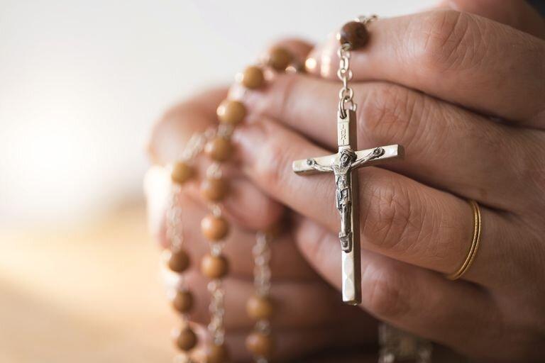 praying-with-rosary-beads.jpg