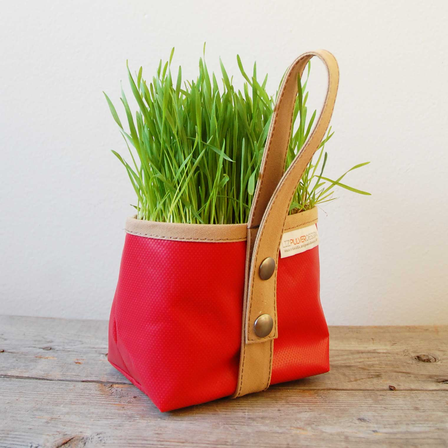 red garden tote