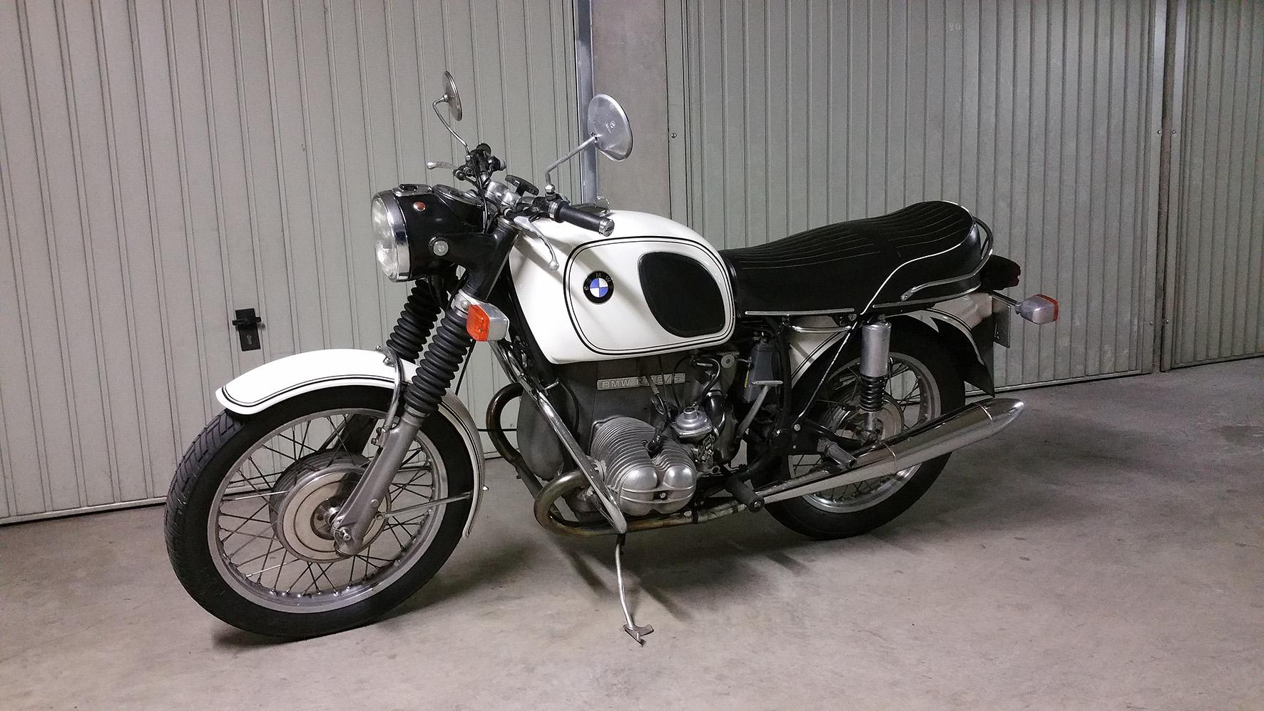 Une photo de ma vieille BMW R75/5 que j'ai restaurée patiemment... Peut-être à vendre bientôt...