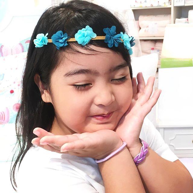 She loves her @flower_child_hair Braid-In Hair Accessory worn as a Flower Crown 💙 #flowerchildhair #flowerchild #hair #accessory #flower #floral #flowerhair #floralhair #hairaccessory #hairstyle #kidhairstyle #hairstylesforgirls #hairstyleforkids #potterybarnkids #thegrove #losangeles #california #summerhair