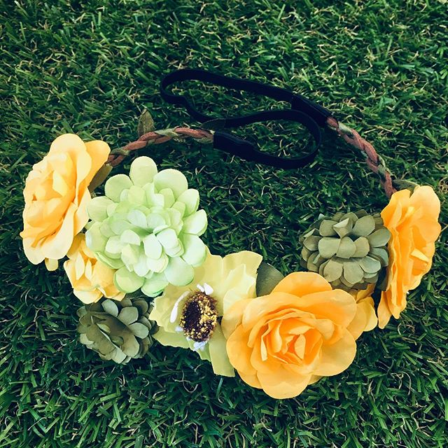 People tell us our Flower Crowns remind them of the movie 👉 MIDSOMMAR 🌿💛💚 What do you think?  #flowerchildhair #flowerchild #midsommar #flowercrowns #flowercrown #hairaccessory #hairaccessories #midsommarmovie