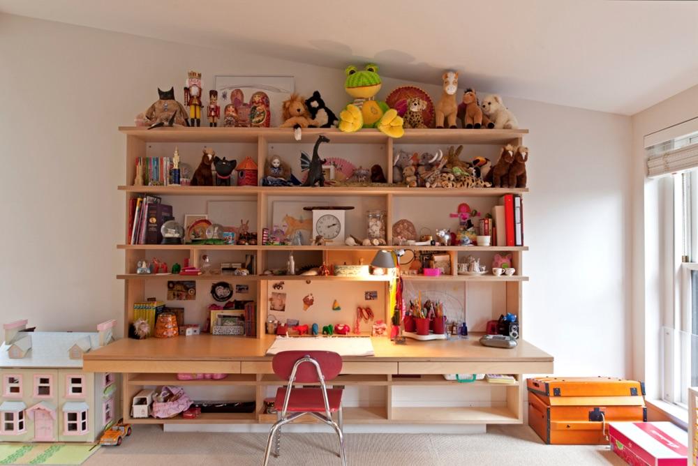Hanging desk for kids