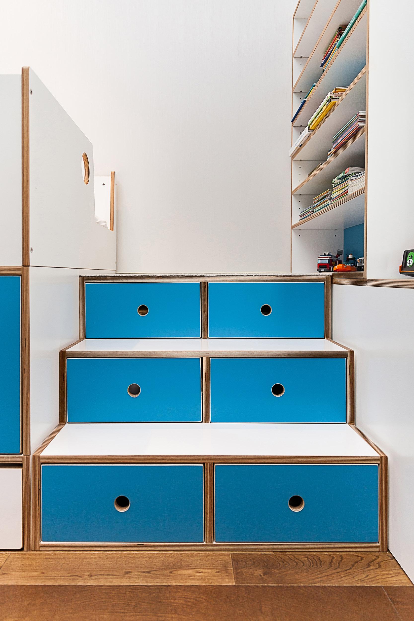 Detail Marino bunk stairs - custom colors_01.jpg
