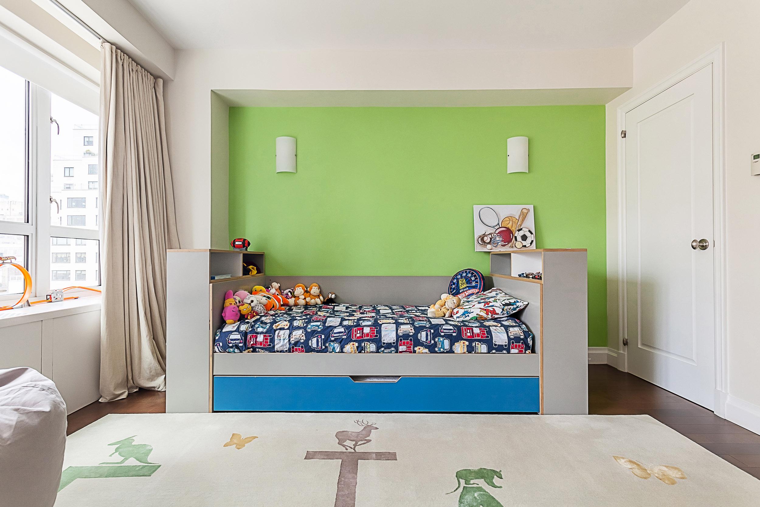 Custom day bed w trundle_01.jpg