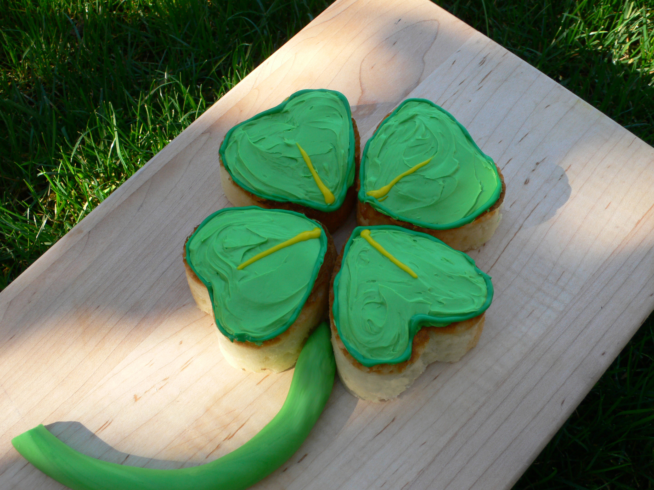 The Biggest Luckiest Clover Cake of Them All!