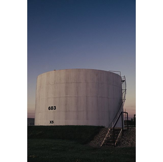 Magellan Crude I was 'pulled over' while taking this. The cop told me that it was 'pretty weird' to be taking photos of oil tanks, and that it qualified as strange behavior. Not sure that I agree with him on any of that, call me strange. 📷 Fuji X-T1 ••• #fujixt1 #fujishooters #fuji_xseries #fujix #fujilove #blueskies #industriallandscape #industriallandscapes #midwest #oiltank #magellan #crudeoil #countrysidephotography #photography #landscapephotography #grainbelt #alexandriamn