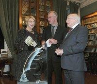irish_pen_dinner_jo_c,_president_higgins_trophy.jpg
