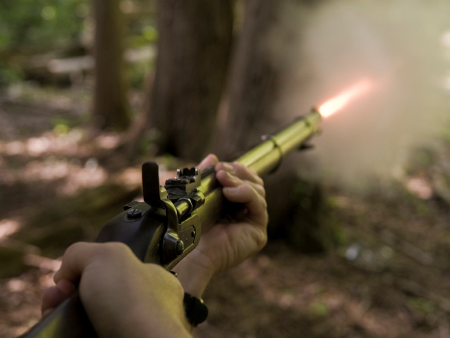 Photo of me shooting a Snider-Enfield rifle of the type that Lieutenant Howard uses in my novel (photo: Alan Gibbins).