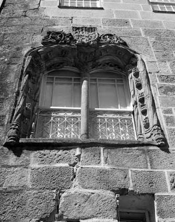 A window in the 16th century  Manueline  style in the Jewish Quarter in Viseu. This style, incorporating marine elements and images of discoveries made by Vasco da Gama and the other early Portuguese explorers, is particularly interesting in this context given the maritime trade networks of Rebecca's great-grandfather Francisco and others of the Jewish community in Viseu at this period.