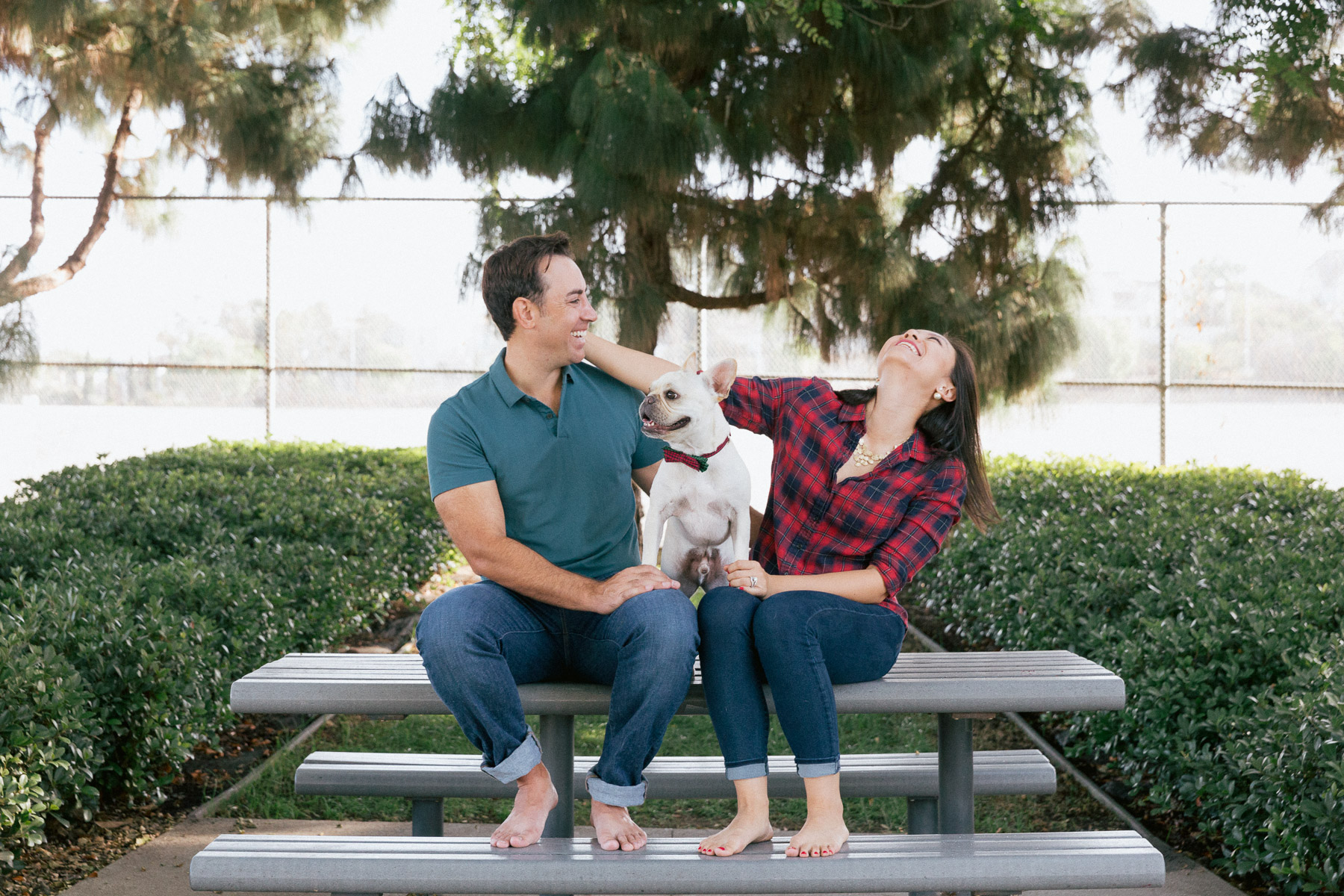 couple-laughing-with-dog-parc-in-love.jpg