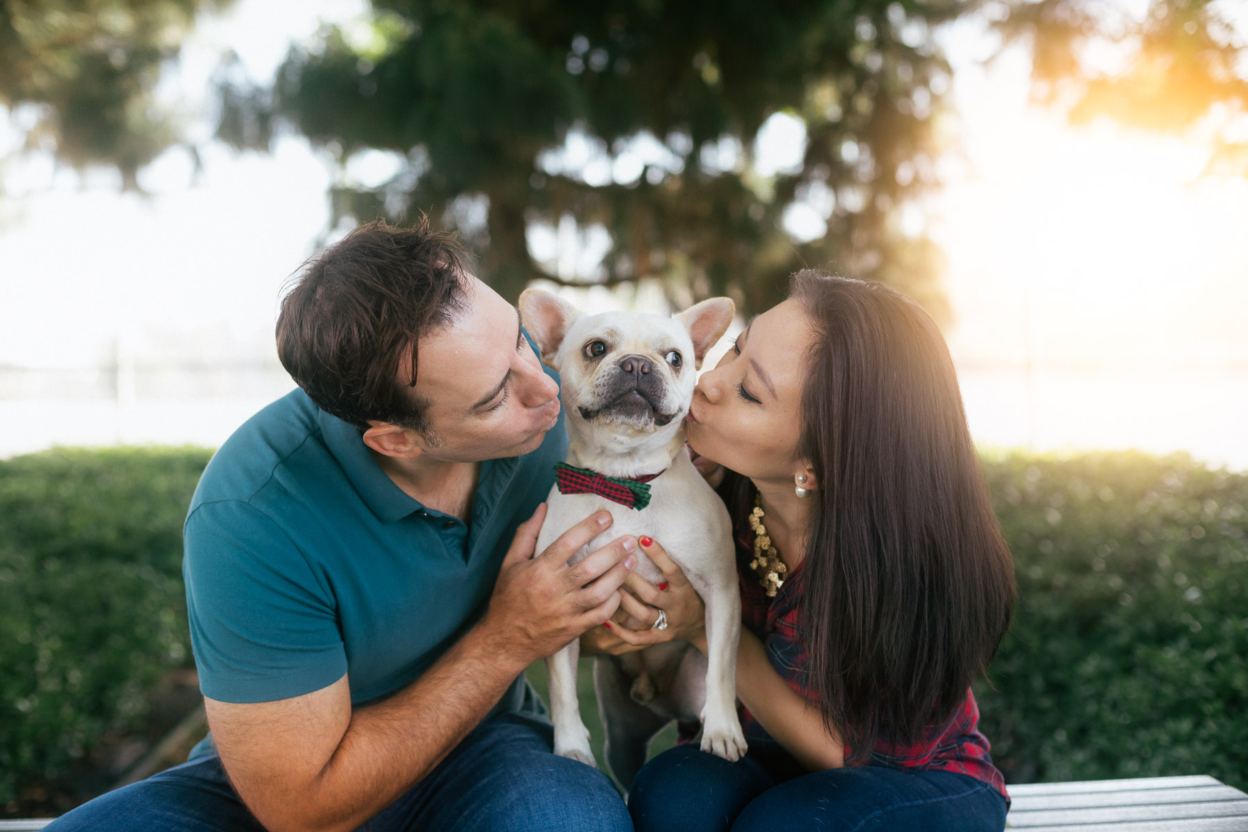 couple-kissing-dog-animal-photographer-santa-monica.jpg
