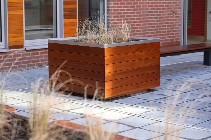 s39 planter, s96w bench
