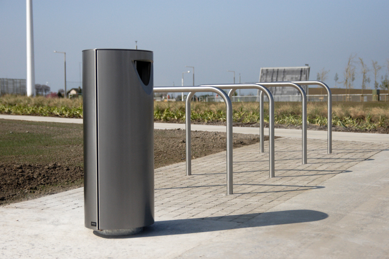 s36 cycle stand, s11.3 litterbin