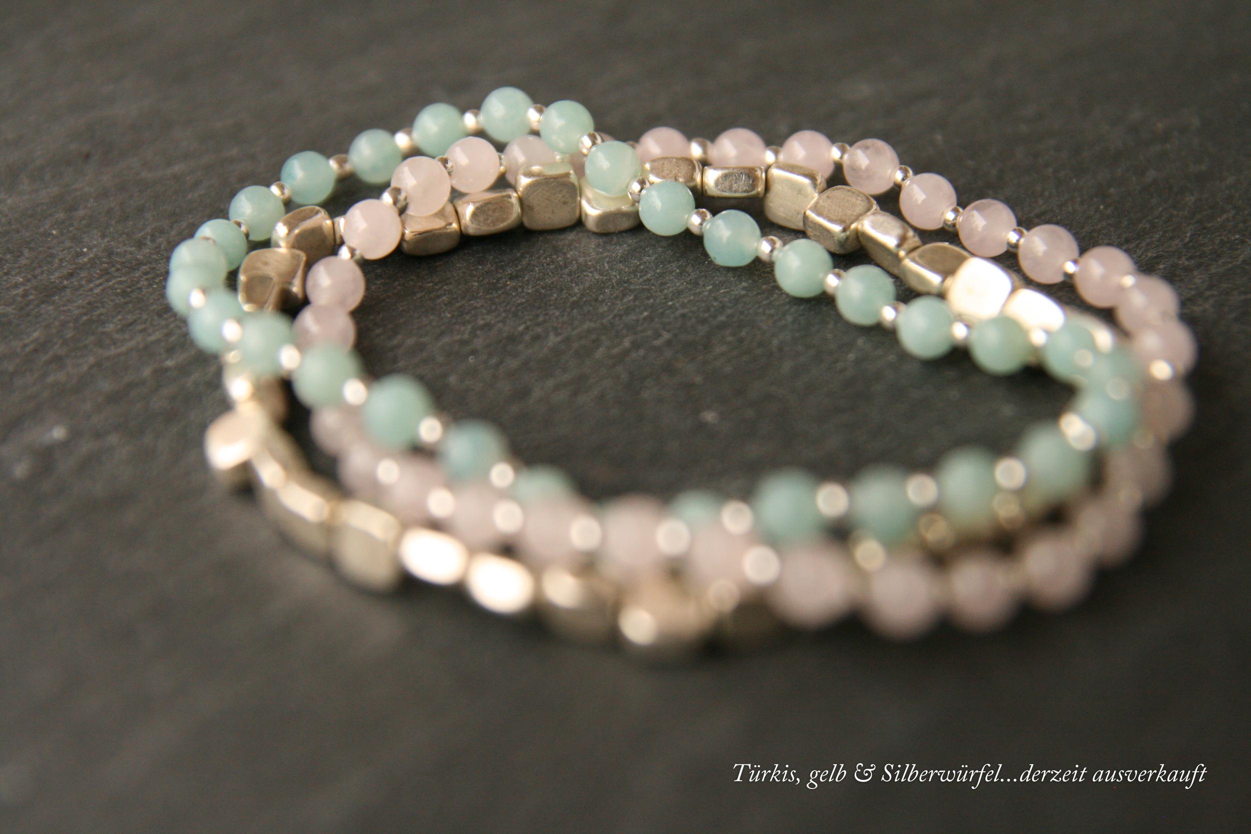 SUMMERTIME  Zarte Halbedelsteinbänder (in den Farben Türkis, Blau, Rosa, Gelb und Schwarz) mit versilberten Perlen. Bänder aus kleinen Würfel (Blech versilbert/Messing). Würfelgröße ca. 3x5mm.  25€   BESTELLEN >>