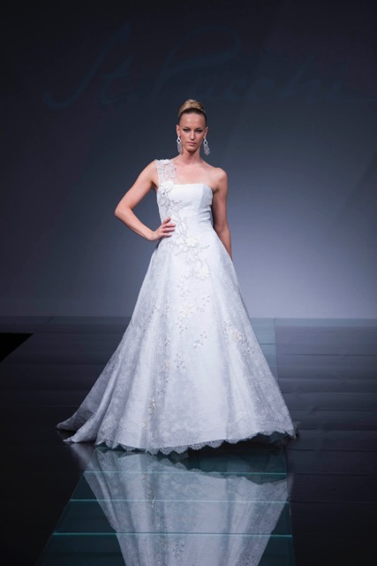 St. Pucchi Couture style 9335
