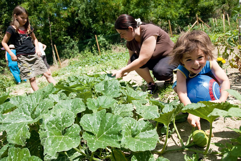 ardeche-jardins_solidaires-enfants_et_leur_maman-mai_2011.jpg