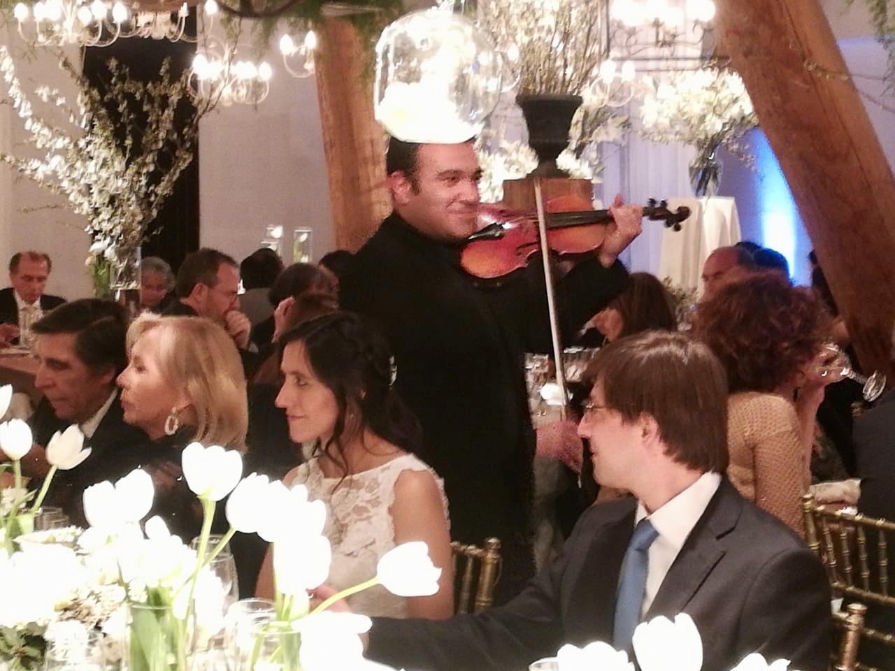 Músicos para eventos cóctel cena violinista Agez Chile