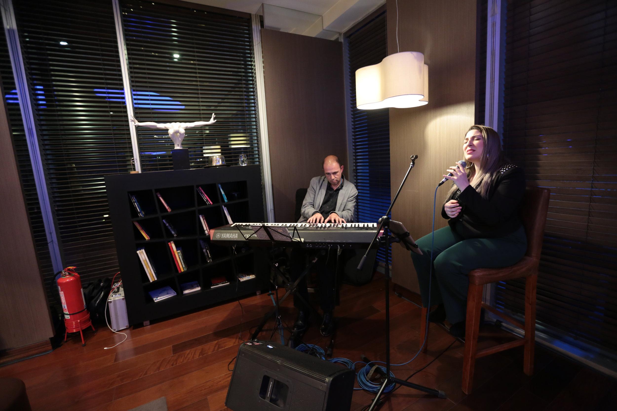 Músicos para eventos cena cóctel Agez Chile Jazz Bossa