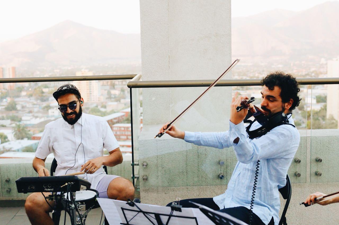 Electroclásicos Chile Cuarteto de cuerdas eléctrico Músicos para eventos santiago violines bateria yamaha