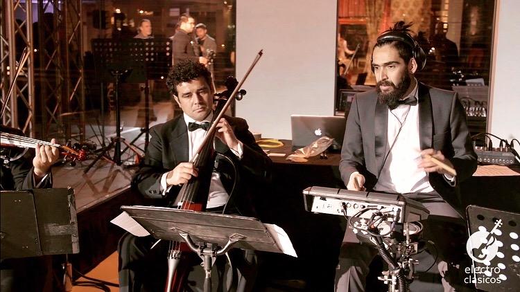 Electroclásicos Chile Cuarteto de cuerdas eléctrico Músicos para eventos bateria cello electrico