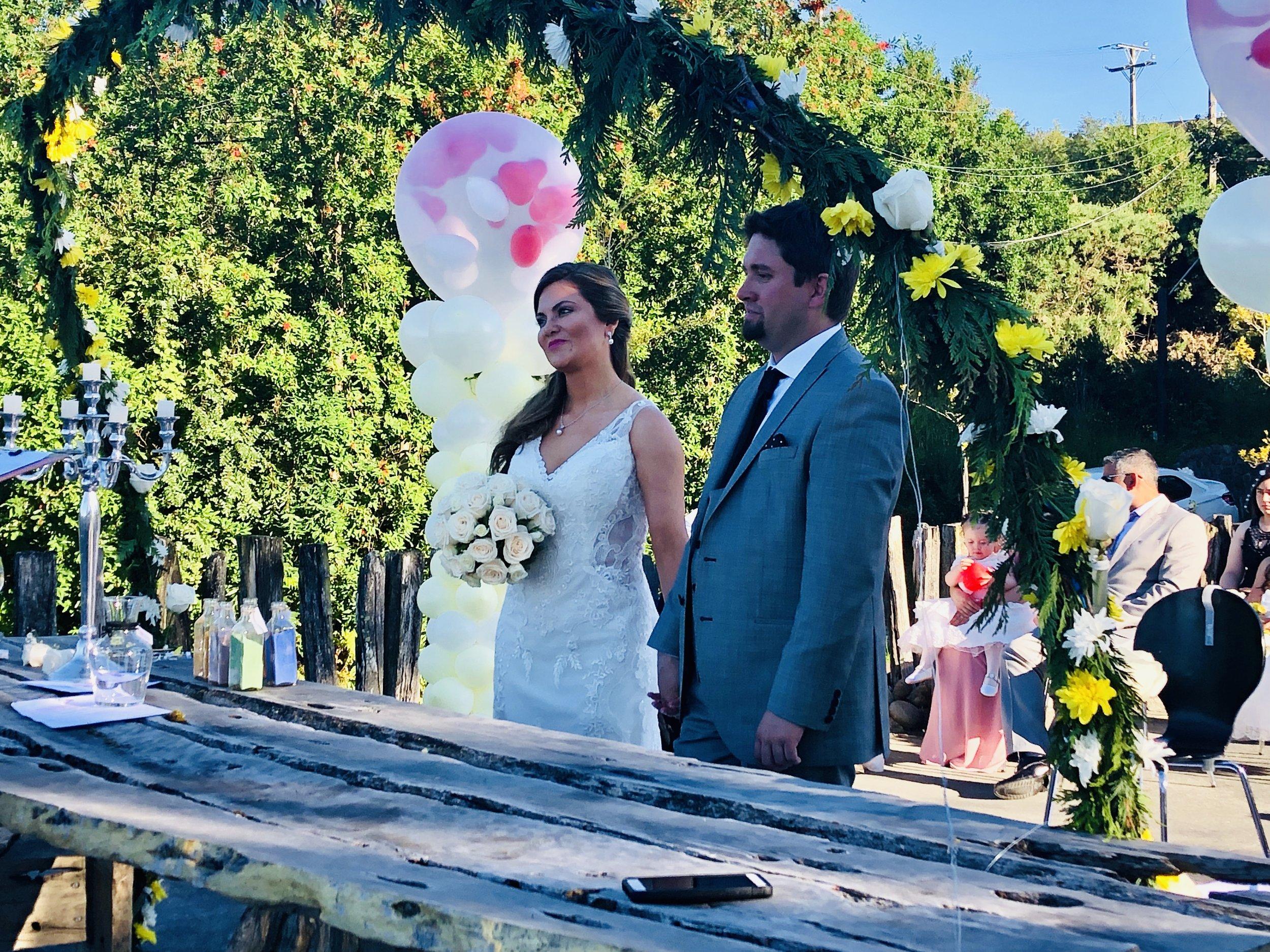 Muy emocionados Lorena y Felipe con sus canciones romanticas, sus hijos estaban presentes muy felices, todos estabamos emocionados.