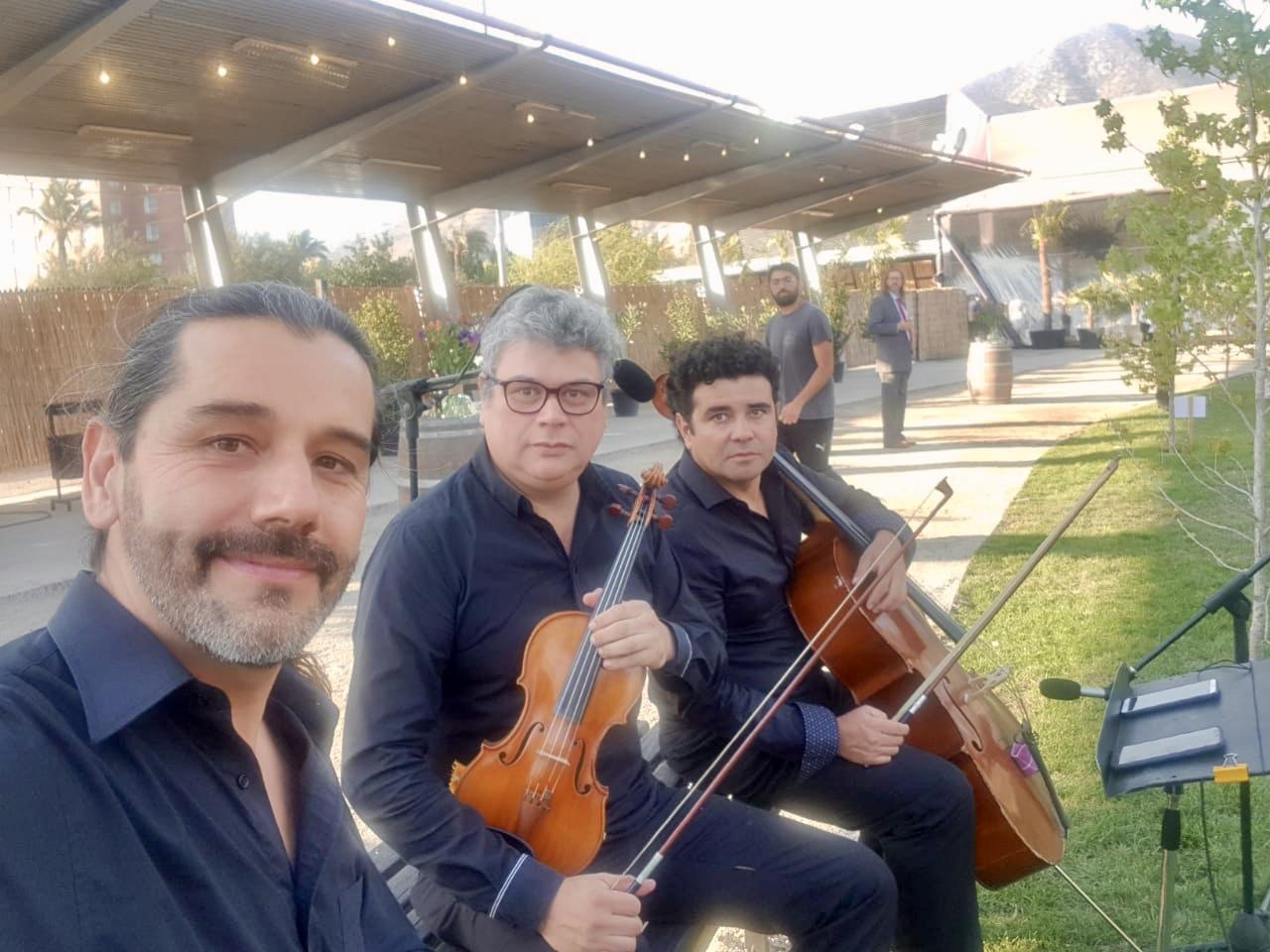 Musicos y coro para matrimonios Agez Chile