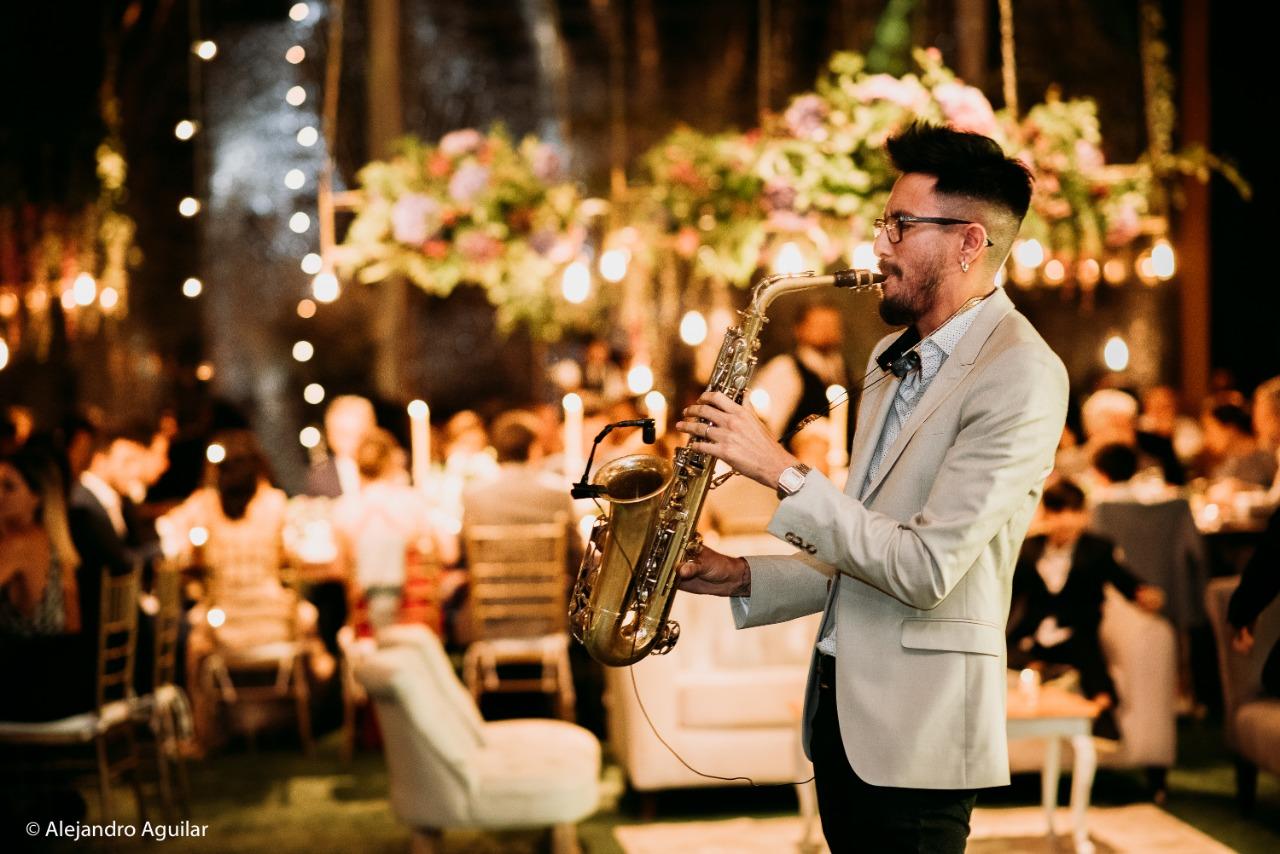 Saxofonista para eventos, Agez Músicos Chile