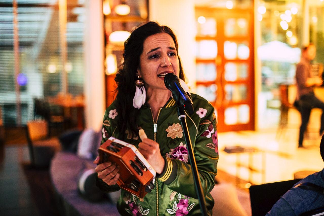 Musica folclórica cueca fiestas patrias esquinazo cantante