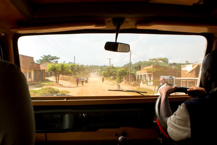 professional-photography, orlando-travel-photographer, uganda, the-people-of-uganda, pygmies, medicine-man, bwindi-national-park, www.dynamitestudioinc.com-4.jpg