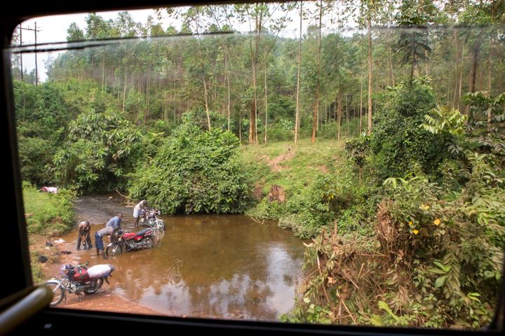professional-photography, orlando-travel-photographer, uganda, the-people-of-uganda, pygmies, medicine-man, bwindi-national-park, www.dynamitestudioinc.com-5.jpg