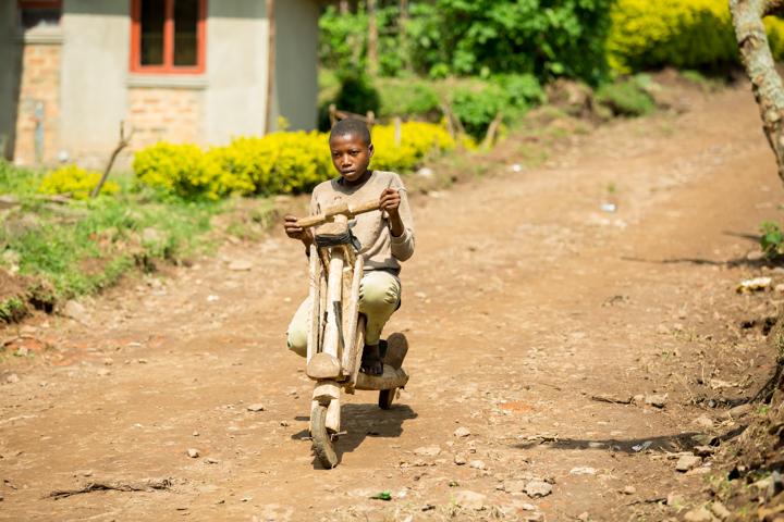 professional-photography, orlando-travel-photographer, uganda, the-people-of-uganda, pygmies, medicine-man, bwindi-national-park, www.dynamitestudioinc.com-7.jpg